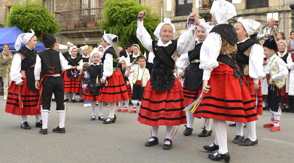 Grupo Folklorico Villaviciosa Aires de Asturias