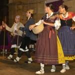 El Grupo de Baile de Villaviciosa devuelve la visita a los compañeros de Jotas de Almudevar